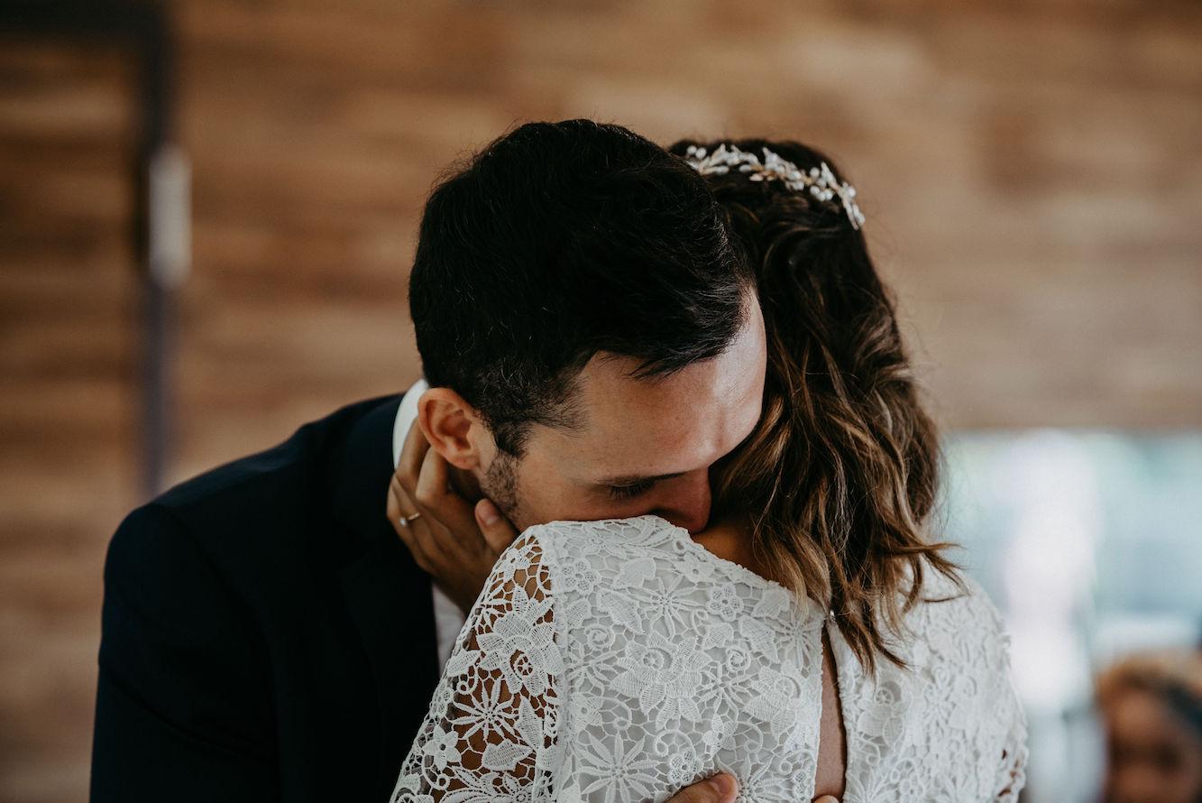 Brautpaar emotional